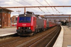 DSB EA 3022+EA 3002 med IR 8247 Kh-Str. Odense 12.04.2001.