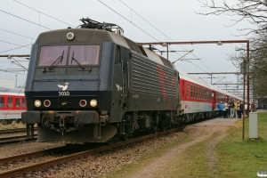 DSB EA 3010+14 personvogne som IP 1273 Htå-Pa. Padborg 06.02.2009.