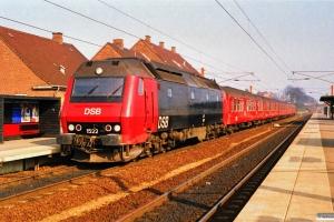 DSB ME 1522 med P 2353 Kk-Sg. Ringsted 17.03.1990.