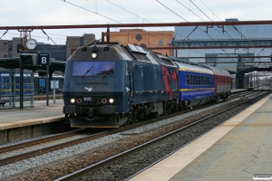 DSB ME 1532+NS 61 84 89-70 003-8+NL-EETC 61 84 06-70 419-6 (hollandsk kongevogn+ledsagervogn) som EP 6103 Kh-Pa. Odense 17.04.2010.