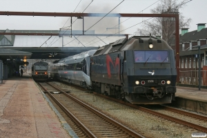 DSB ME 1531+MG 64 som M 8134 Fa-Rg og MR/D 44 som RV 3743 Fa-Str. Fredericia 17.02.2013.