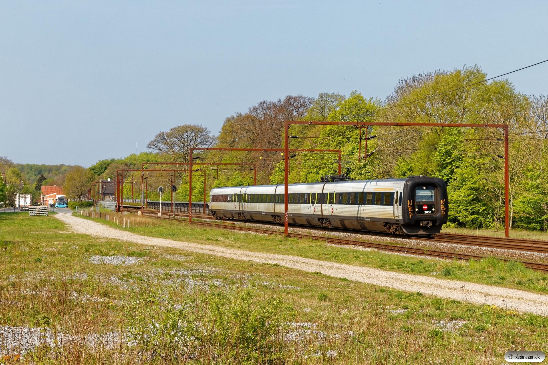DSB ER 35 som RV 3828 Fa-Od. Årup 09.05.2020.