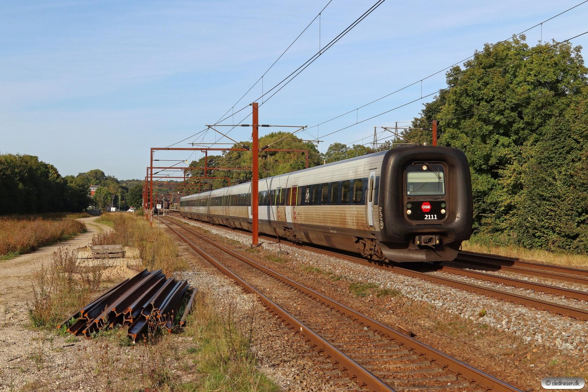 DSB ER 11+ER 02 som IC 822 Es-Hgl. Årup 19.09.2020.