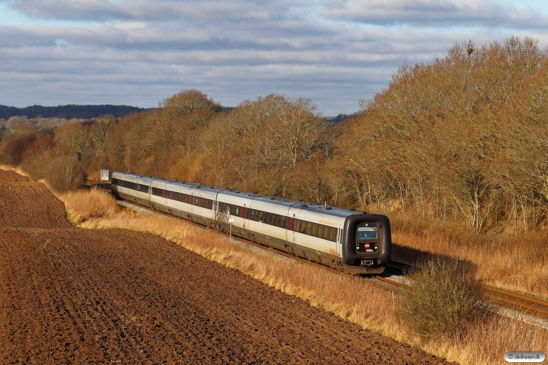 DSB MF 54+MF 60+MF 16 som L 38 Lih-Cph. Km 5,8 Fa (Fredericia-Børkop) 28.01.2021.
