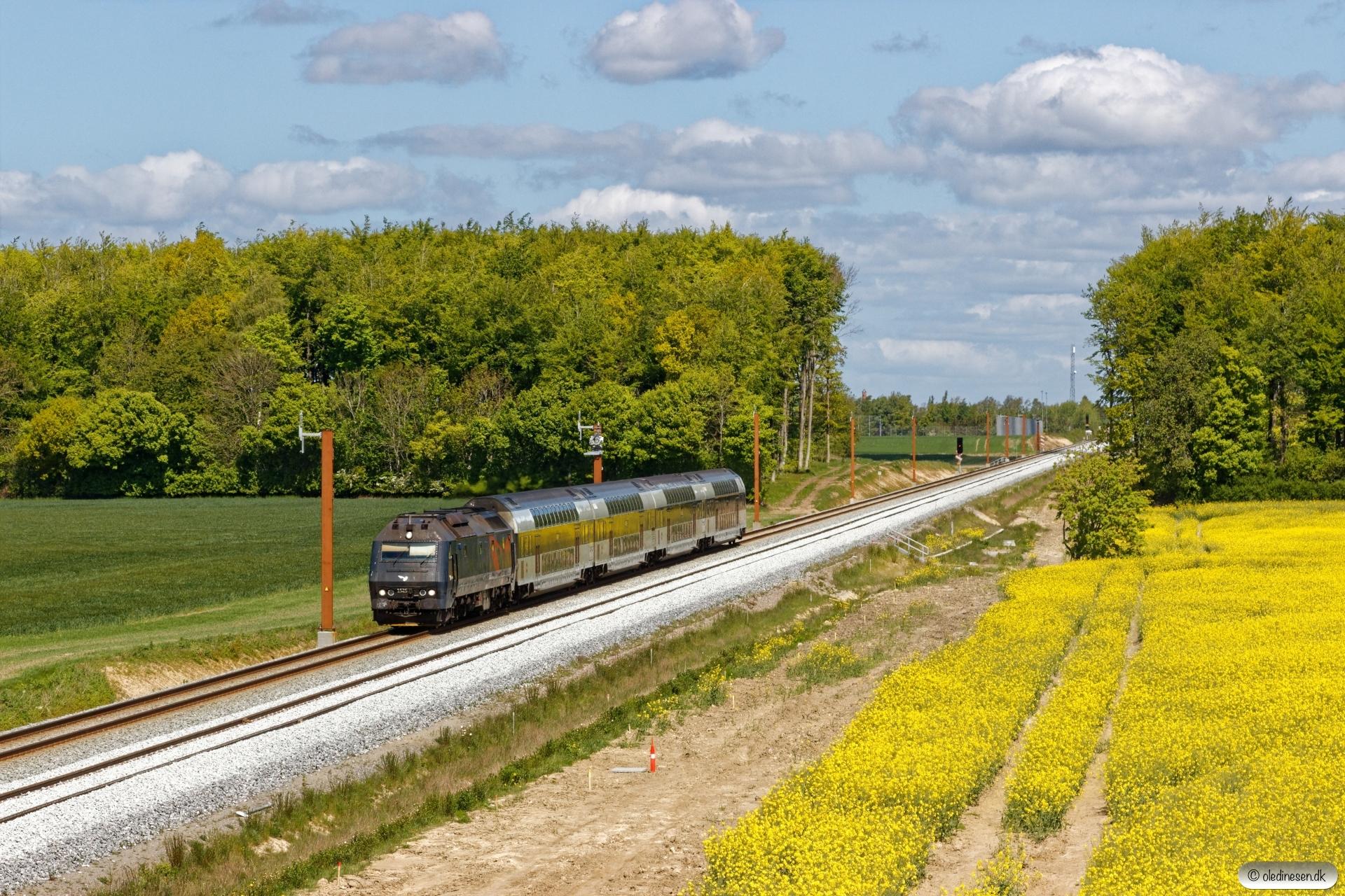 DSB ME 1525 med RØ 4841 Kj-Nf. Km 134,2 Kh (Nørre Alslev-Eskilstrup) 14.05.2020.