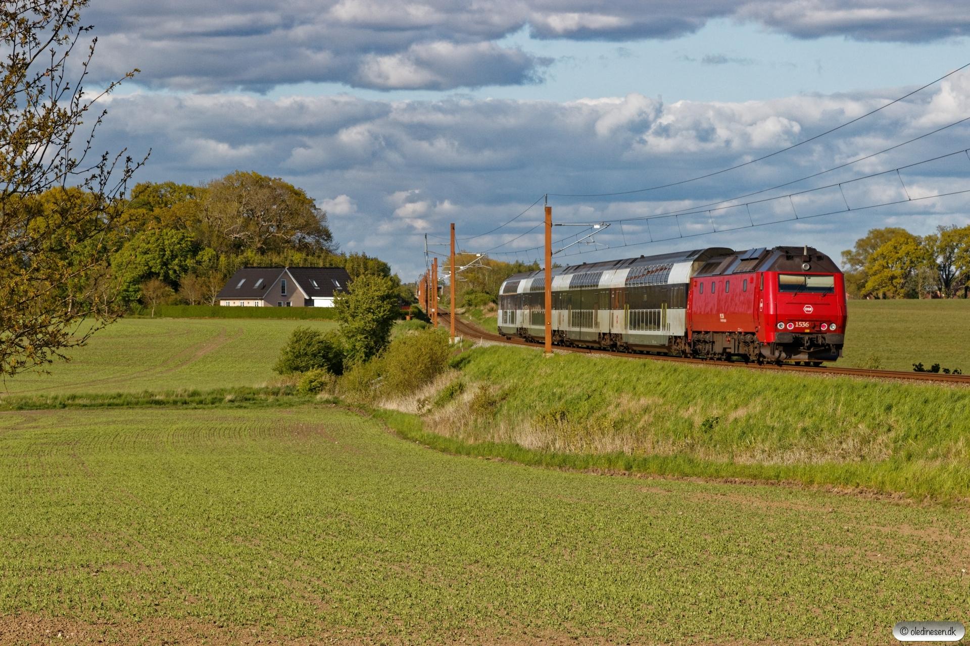 DSB ME 1536 med RØ 4854 Nf-Kj. Km 77,6 Kh (Haslev-Holme-Olstrup) 14.05.2020.