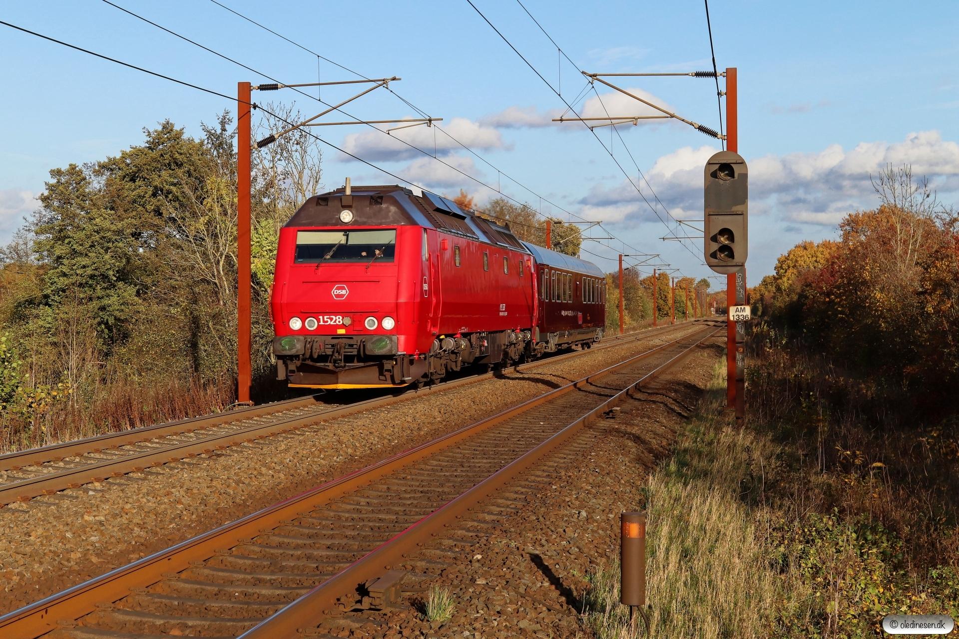 DSB ME 1528+S 001 som EP 8325 Kh-Hb. Km 165,0 Kh (Odense-Holmstrup) 28.10.2020.