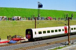 DSB MF 30+MF 86+MF 87+MF 15+MF 31 (indvielsestoget) ankommer til tunnelmundingen. Korsør 01.06.1997.