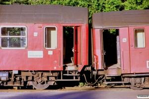 DSB B 088+Bg 064.  IC 139 afsporet under udkørsel. Fredericia 03.07.1989.
