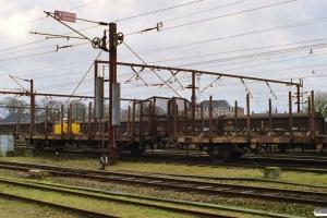 DSB Lps 148+Lps 100. G 7245 afsporet under udkørsel. Odense 28.02.1999.