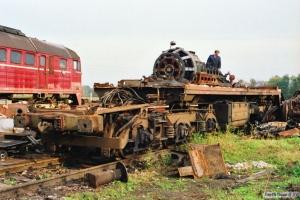 Resterne af DR 120 007-0. Hagenow Land 16.10.1990.