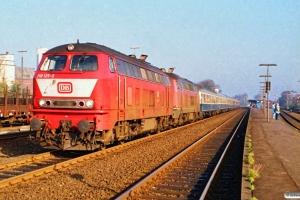 DB 218 125-3+218 158-4 med IC 573. Niebüll 13.10.1990.