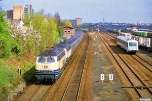 DB 218 258-2+218 325-9 med E 3029. Lübeck 31.03.1990.