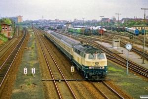 DB 218 492-7 med D 1438. Lübeck 31.03.1990.
