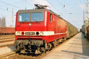 DR 243 106-2 med Tog 5326. Wittenberge 29.03.1991.