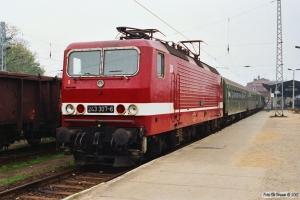 DR 243 307-6 med Tog 8357. Wismar 27.10.1990.