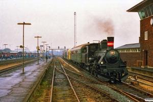 DSB K 564+50 80 82-11 005-9+LBE DW 8+DB V 200 007 som P 8638 Pa-Od. Odense 17.04.1988.