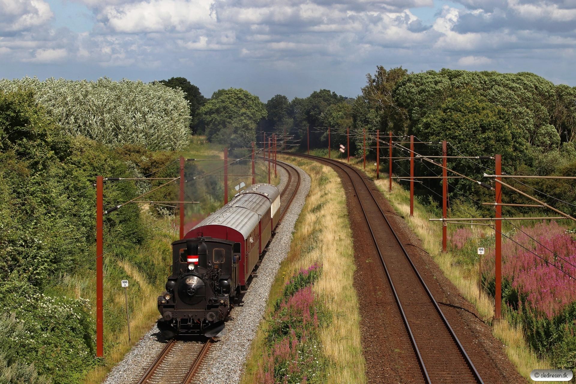 DSB K 563+CLE+CC+BU som VM 220001 Od-Tp. Km 166,0 Kh (Odense-Holmstrup) 28.07.2020.