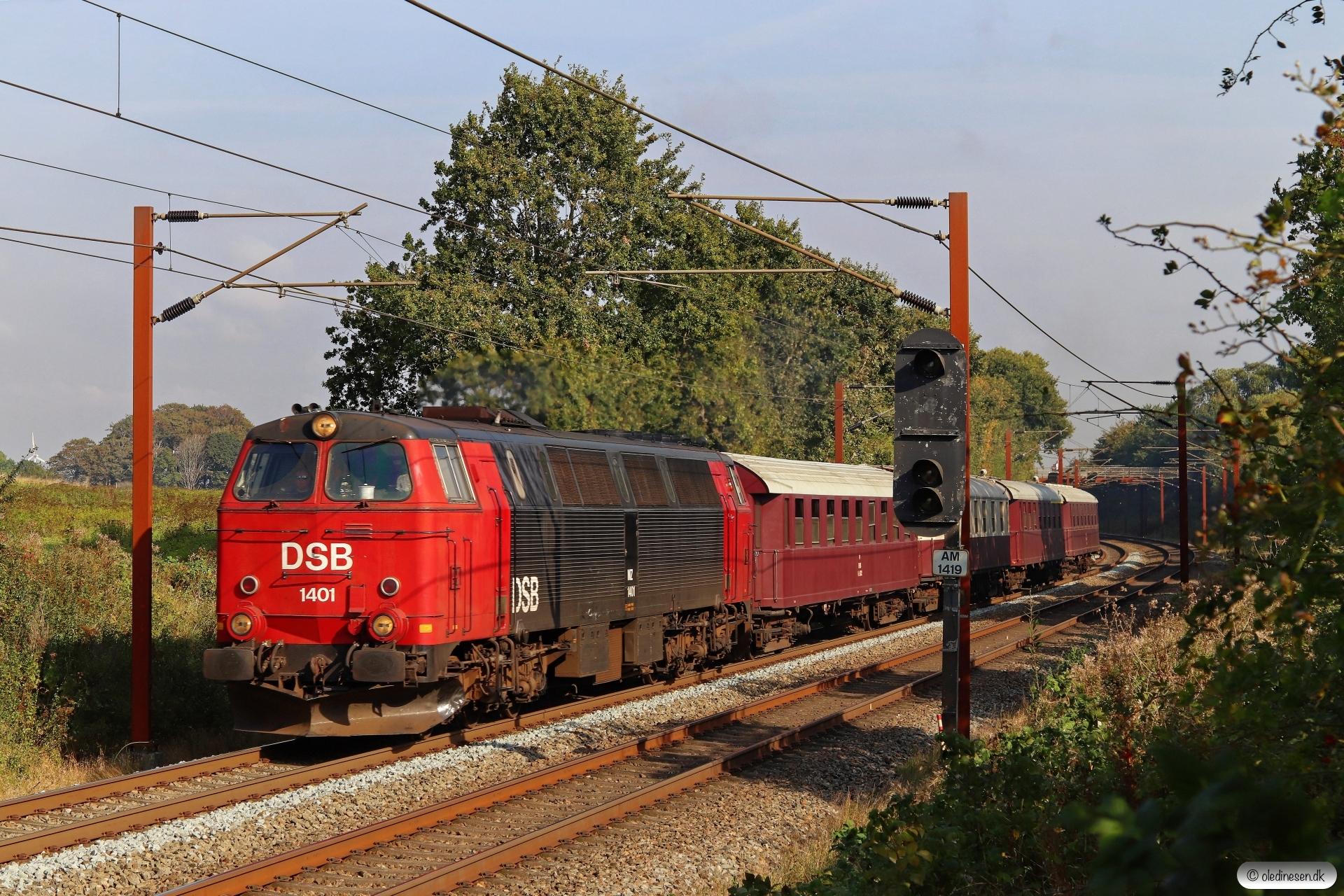 DSB MZ 1401+CC+BU+AX+AC som VP 8303 Od-Es. Km 173,2 Kh (Holmstrup-Tommerup) 27.09.2020.