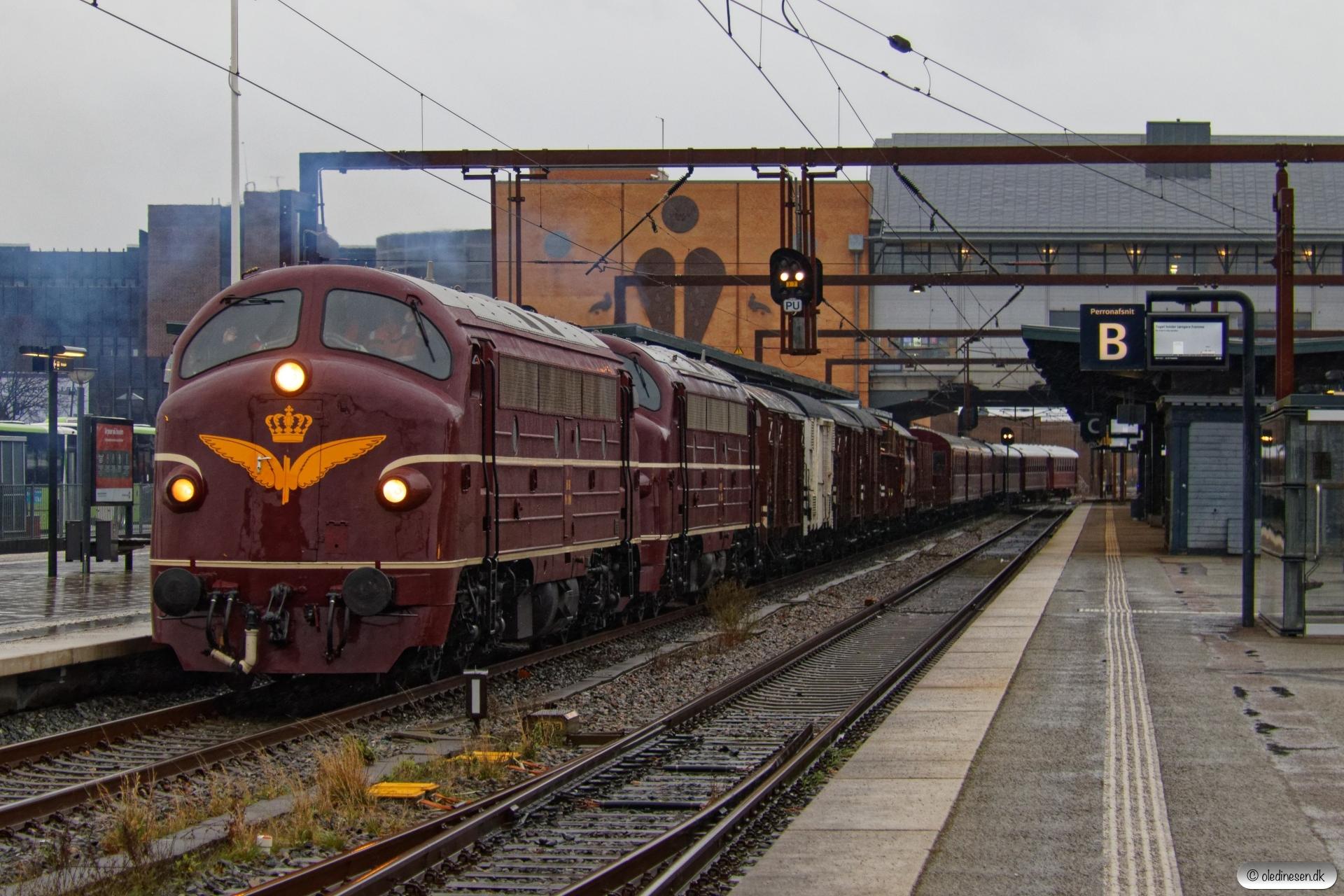 DSB MY 1101+MY 1135 med VM 6411 Od-Pa. Odense 27.12.2020.