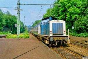 DB 212 327-1 med Tog 7969. Gross Königsdorf 11.07.1989.
