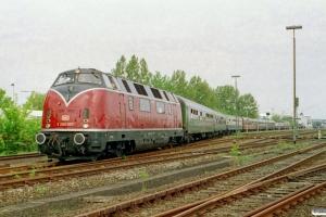 DB V 200 007+7 personvogne+V 200 116 med særtog til Grossenbrode. Puttgarden 24.05.2003.