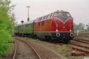 DB V 200 116+7 personvogne+V 200 007 med særtog til Grossenbrode. Puttgarden 24.05.2003.
