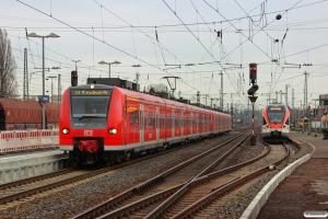 DB 425 593-1 med RE 10806. Neuwied 24.01.2015.