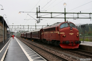 NSB Di3.616+5 vogne+SJ T42 205 som RST 69072. Ängelholm 15.05.2010.