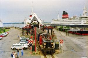 DSB MT 155 skubber Bcm 410+P 816 ombord på Kong Frederik IX. Nyborg Færge 21.07.1997.