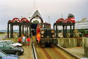 DSB MT 155 kører i land fra Kong Frederik IX. Nyborg Færge 21.07.1997.
