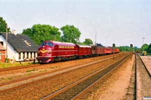 DSB MY 1101+DB 5103+vogne+MX 1022+vogne som M 8453 Gb-Ar. Børkop 28.07.1990.
