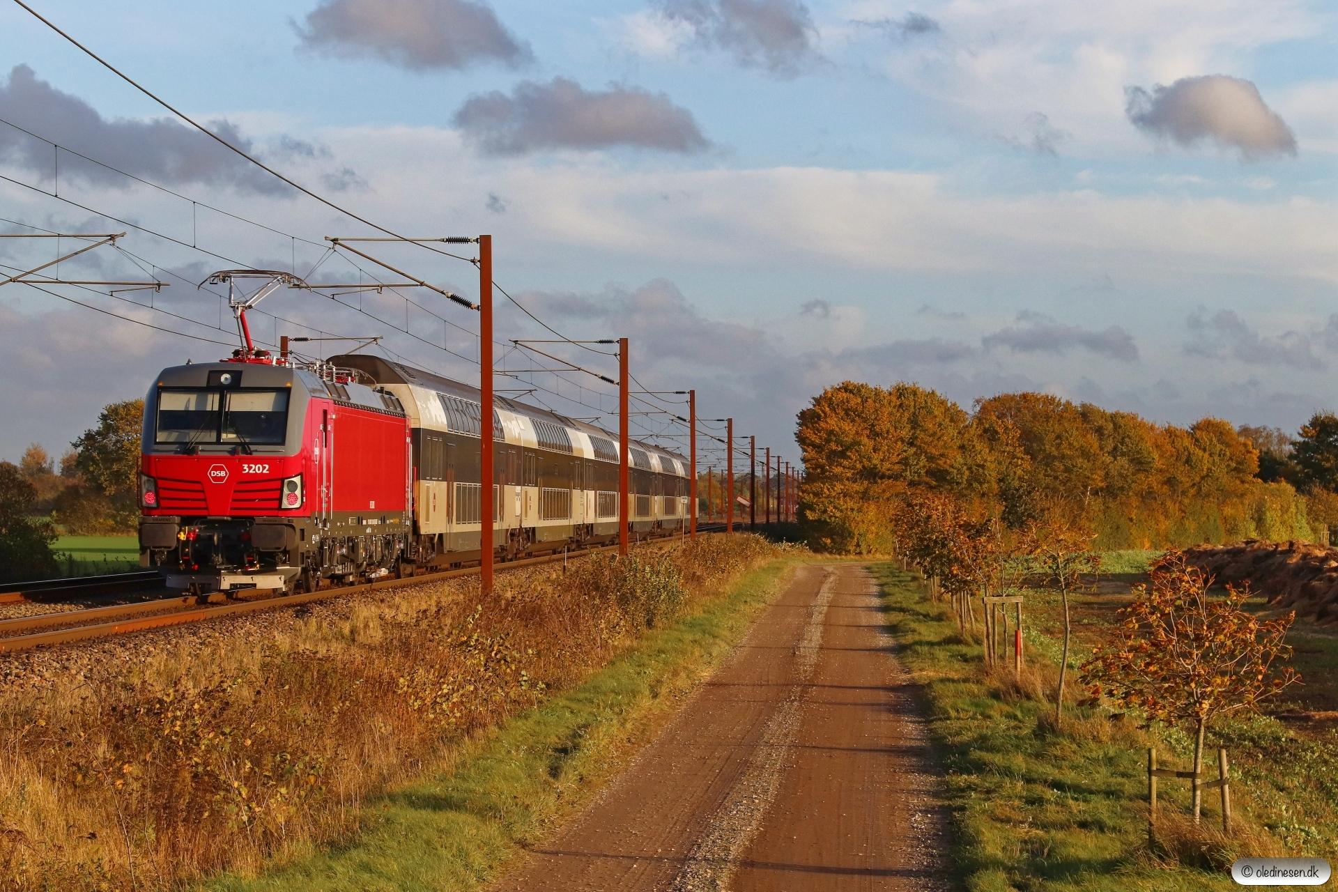 DSB EB 3202 med EP 6306 Od-Kh. Marslev 22.10.2020.