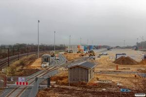 Fredericia Shippings nye terminal. Strukton er i gang med sporet og i baggrunden holder CONTC MY 1153+MX 1008. Taulov 11.03.2017.