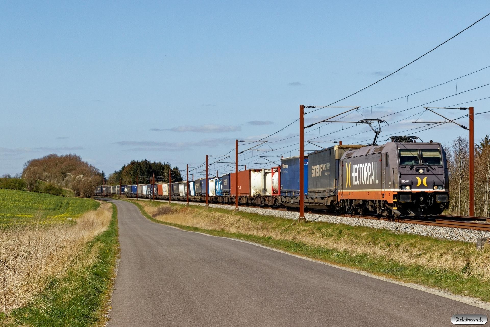 HCTOR 241.001 med HS 41040 Pa-Mgb. Km 195,4 Kh (Ejby-Nørre Åby) 16.04.2020.