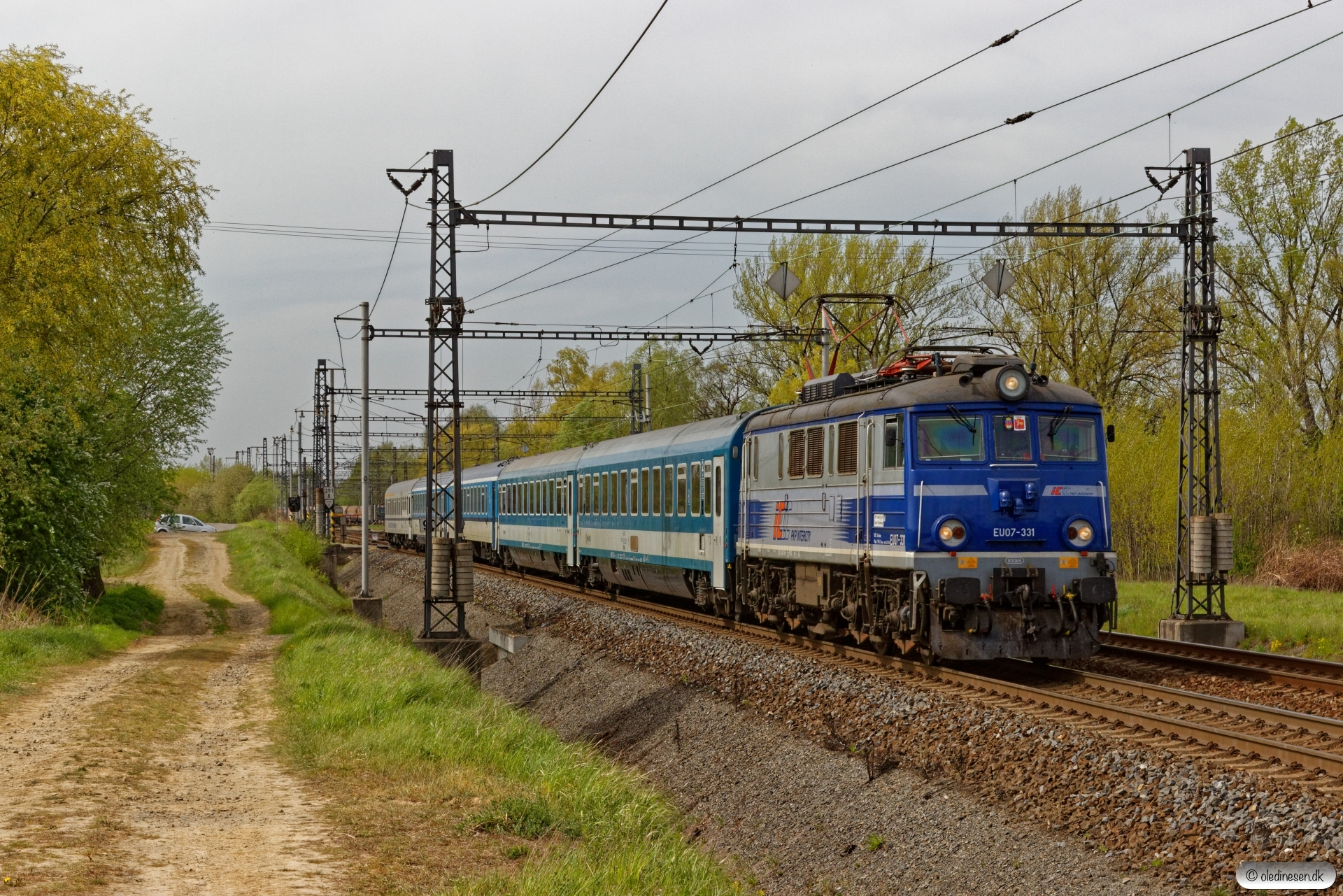 PKPIC EU07-331 med IC 115. Petrovice u Karviné (Tjekkiet) 26.04.2019 kl. 14.59.