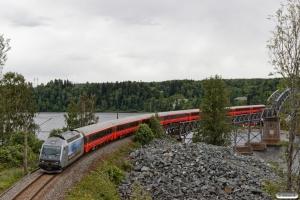 NSB El18.2245 med Pt 45 (Oslo S-Trondheim S). Minnesund - Langset 22.06.2018.