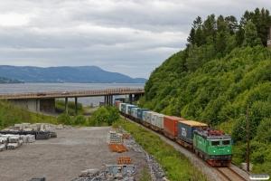 GC Rc4 1302 med Gt 4810 (Trondheim S-Alnabru). Langset - Minnesund 22.06.2018.