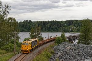 BN MZ 1415 med At 56664 (Kristiansand-Hamar). Minnesund - Langset 22.06.2018.