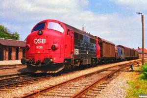 DSB MX 1035 med G 7859 Gr-Ar. Grenå 30.06.1988.