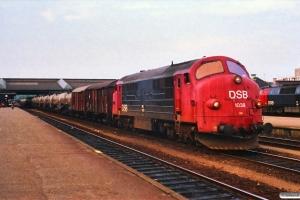 DSB MX 1038+Gs+Gs+17 tomme svovlvogne+Gs+Gs. Fredericia 30.06.1988.