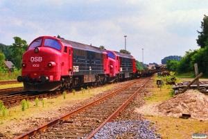 DSB MX 1002+MX 1037 skubber vognene fra G 8848 ud af Assens banen. Tommerup 18.08.1988.