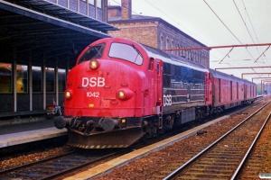 DSB MX 1042+Dm+Dm som G 9375 Gb-Kø. Roskilde 02.05.1989.