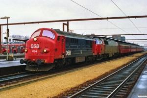 DSB MX 1024+MZ 1428 med IC 113 Kh-Fh. Odense 11.03.1990.