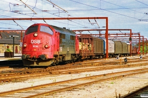 DSB MX 1038 med G 9539 Gb-Kj. Roskilde 27.09.1990.