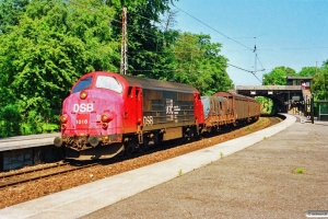 DSB MX 1016 med G 9758 Kk-Gb. Godthåbsvej 06.07.1991.