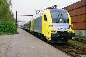 NOB ES 64 U2-035+ABm+ABm+BEomz+Eomdz+Tomz+Tomz som DPF 88175 Pa-Hamburg Hbf. Padborg 23.04.2004.