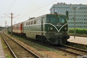 ÔBB 2050 002-1 med Tog 2210. Wien Nord 13.04.1991.