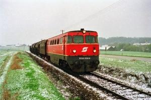 ÖBB 2050 008-8 med godstog til Weitersfeld. Retz - Hofern 19.04.1991.