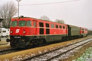 ÖBB 2050 015-3+DGHo 50 81 93-75 140-3+2050 008-8. Niederfladnitz 19.04.1991.